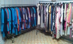 Сток мужской и женской одежды